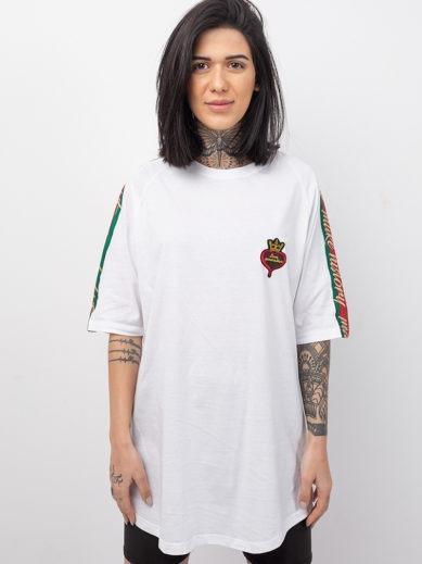 Κοντομάνικο t-shirt boyfriend σε λευκό χρώμα με τρέσα με χρυσά γράμματα