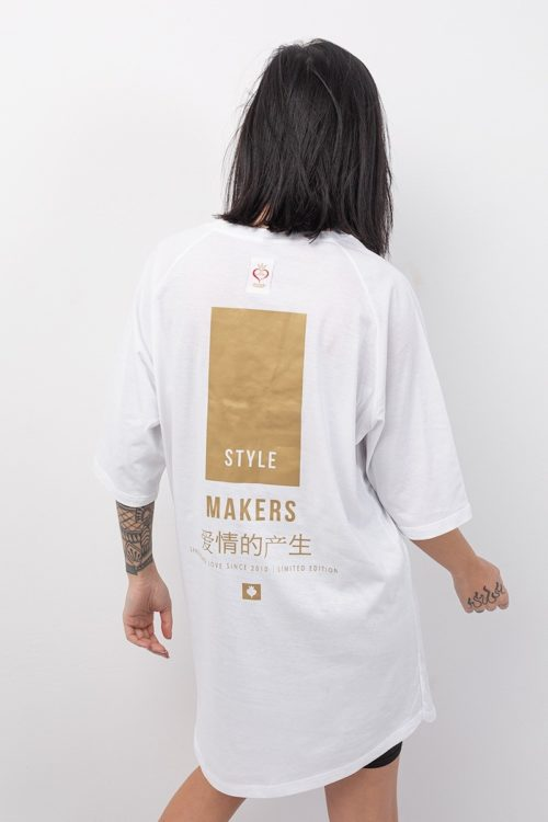 Κοντομάνικο boyfriend t-shirt σε λευκό χρώμα με χρυσή στάμπα στην πλάτη