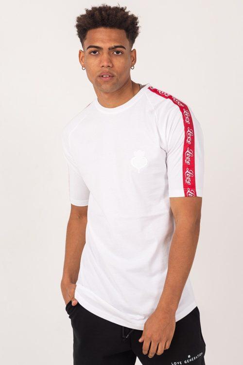 Ανδρικό κοντομάνικο μπλουζάκι σε λευκό χρώμα με κόκκινη τρέσα στα μανίκια TF015