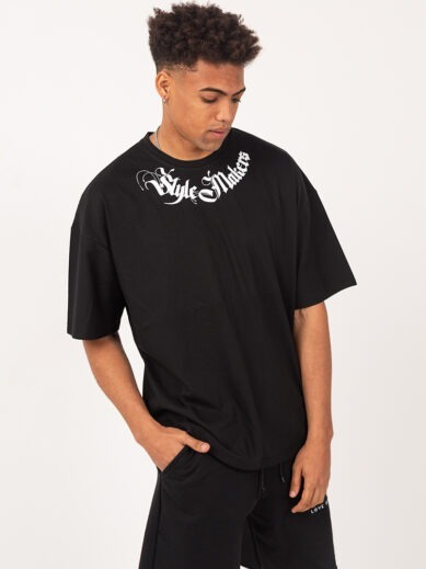 Oversized boyfriend t-shirt σε μαύρο χρώμα με στάμπα style makers σε λευκό χρώμα TLO226