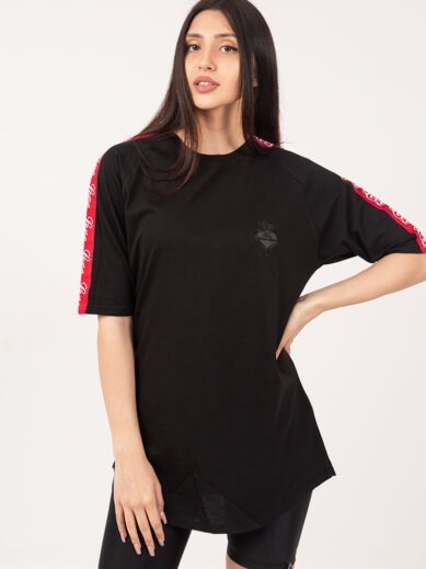 Oversized boyfriend t-shirt μαύρο με κόκκινη τρέσα στα μανίκια TF015