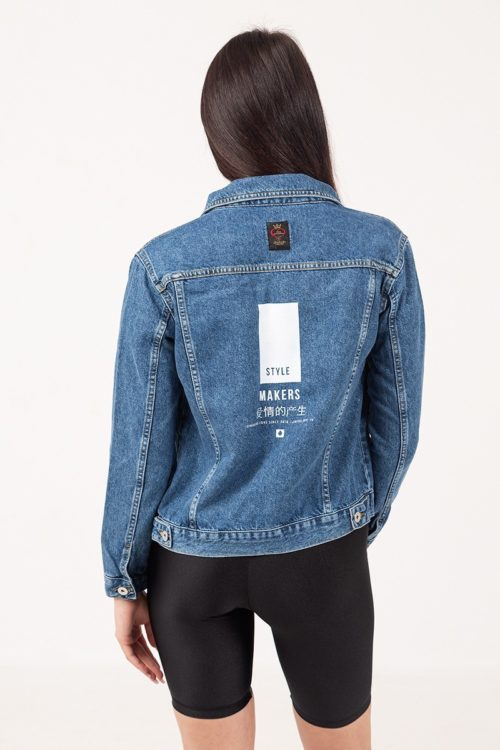 Γυναικείο jean jacket σε μπλε χρώμα με στάμπα άσπρη πίσω στην πλάτη