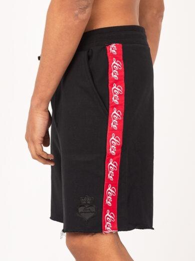Ανδρική αθλητική βερμούδα σε μαύρο χρώμα με κόκκινη τρέσα S015