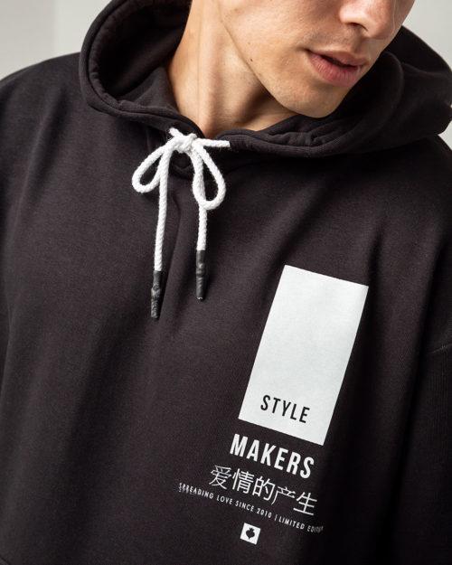 Ανδρικό hoodie σε μαύρο χρώμα με κουκούλα